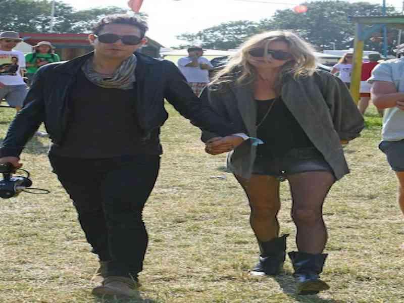 Kate Moss vetada por su chico en uno de sus conciertos