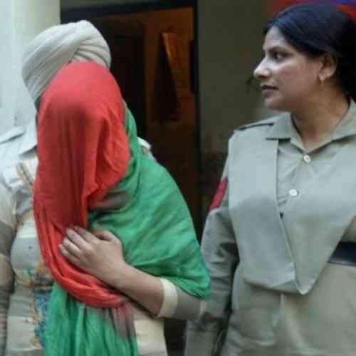 Detienen a un indio por vender a su nieto a través de Facebook