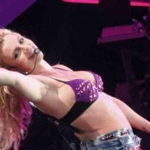 Britney Spears detiene un concierto para saludar a Lady Gaga