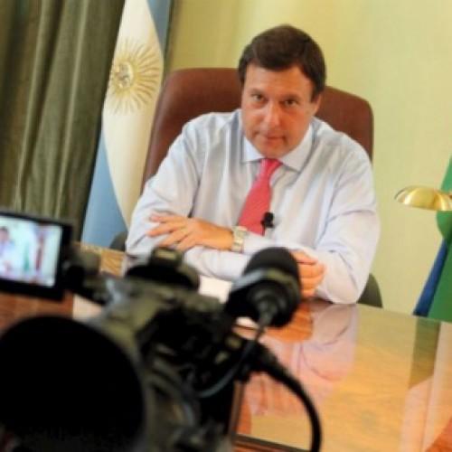 Un gobernador argentino despide a sus funcionarios por YouTube