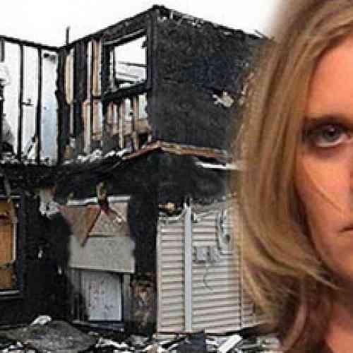 Le quema la casa por eliminarla de Facebook