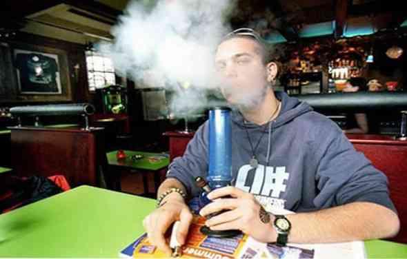Noticias: Los turistas ya no podrán fumar porros en Holanda