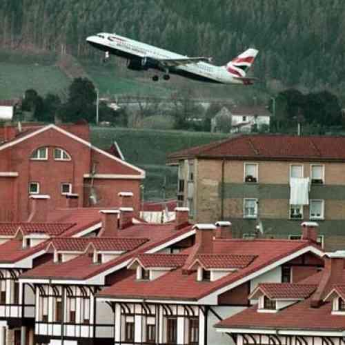 Avión da media vuelta por culpa de un móvil