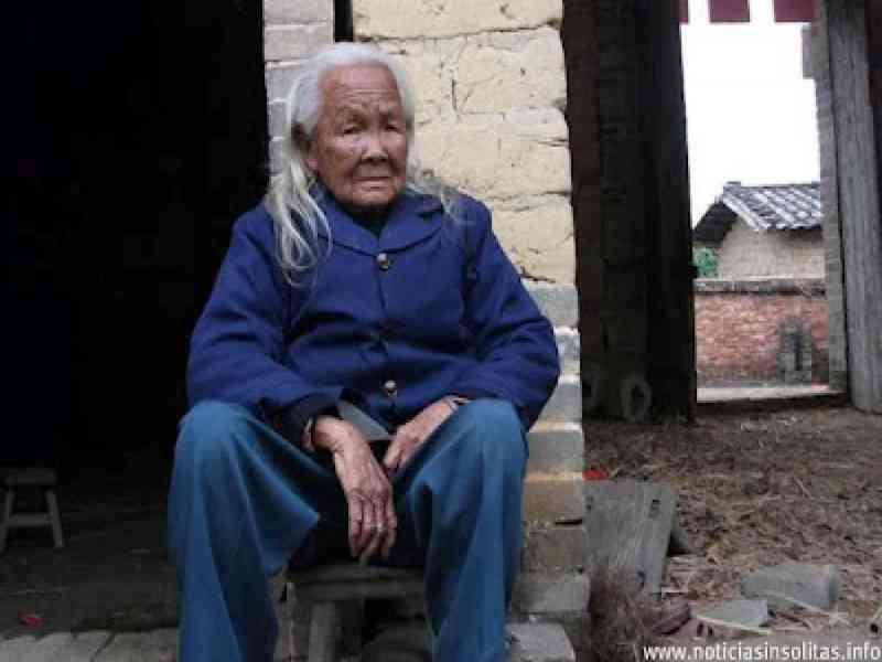 Anciana declarada muerta sale 6 días después del ataúd para cocinar