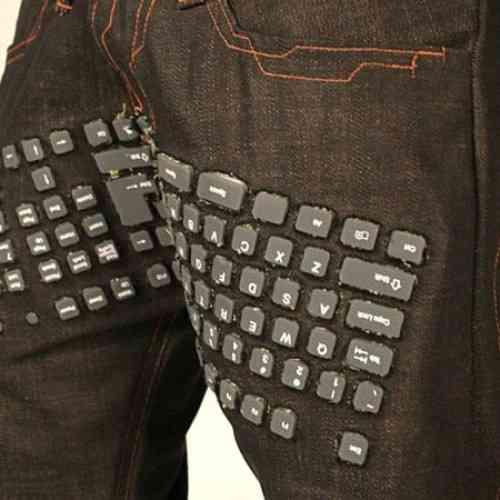 Inventaron un pantalón con mouse y teclado incluidos .