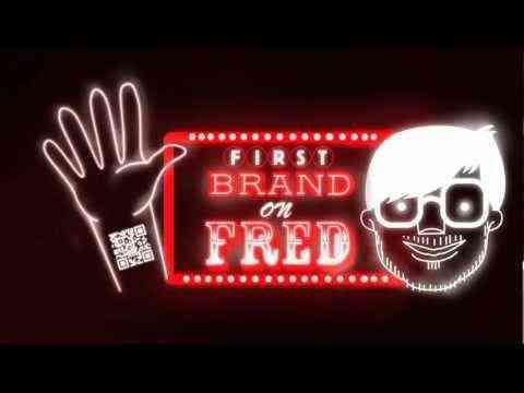 Se tatúa un código «QR» en el brazo y lo subasta como soporte publicitario