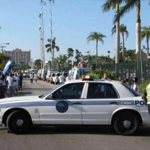 Un policía mata a tiros a un hombre desnudo que estaba comiéndose la cara de otro individuo