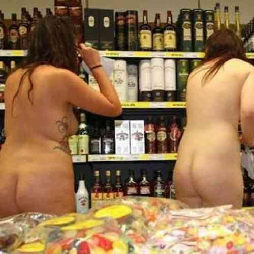 Supermercado alemán regala la compra a los clientes que vayan en pelotas