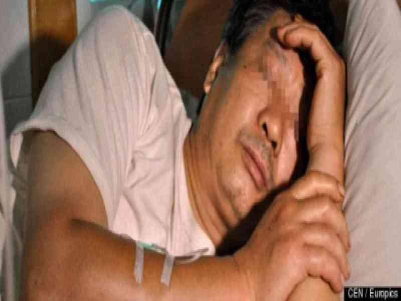 Un hombre se despierta y se da cuenta de que le falta el pene