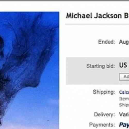 Pone a la venta en eBay una caca de pájaro con la cara de Michael Jackson