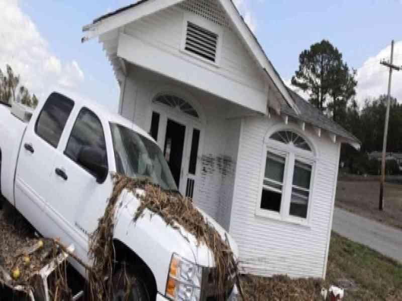 La mujer que atrae los huracanes: cinco casas arrasadas desde 1965