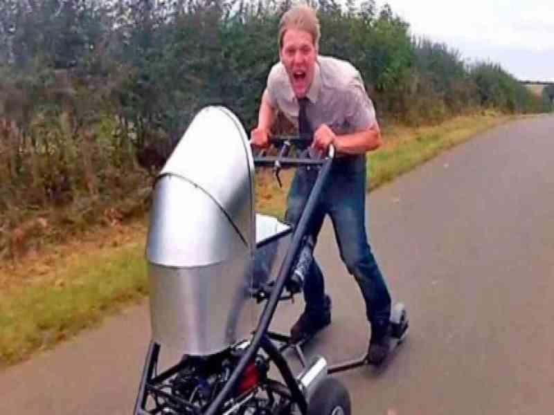 Un británico crea un cochecito de bebé que alcanza los 80 km/h