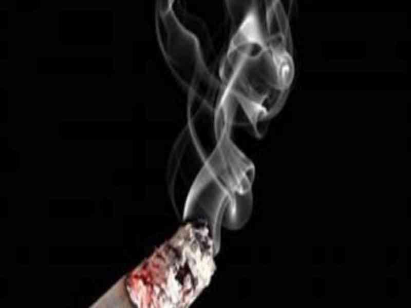 ¿Esquizofrenia?: Paciente enciende cigarro imaginario y causa incendio