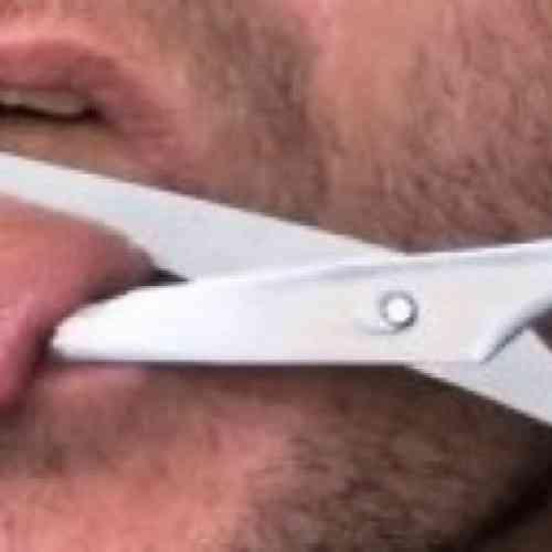 Para no insultar, se cortó la lengua