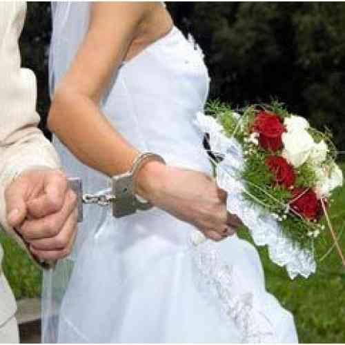 Una descontrolada novia pasó su primera noche de bodas en la cárcel