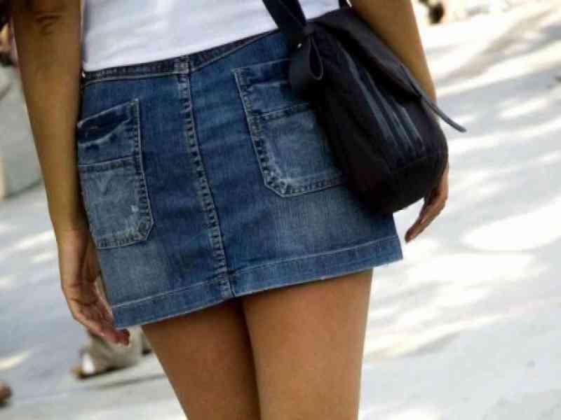 Prohiben llevar minifalda a mujeres y gays en un pueblo de México