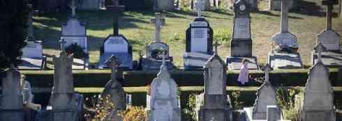 Liberan a una anciana que se quedó encerrada en el cementerio de Vitoria