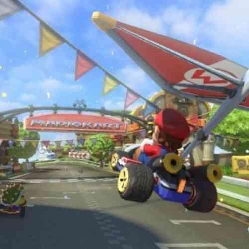 Un niño conduce un coche en una emergencia gracias a Mario Kart