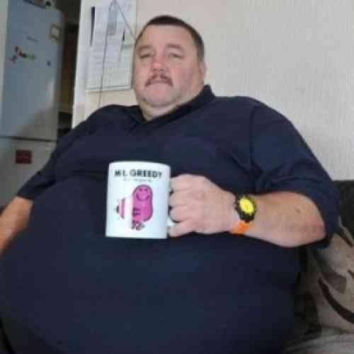 Compra dos billetes de avión porque está obeso y le dan dos asientos separados