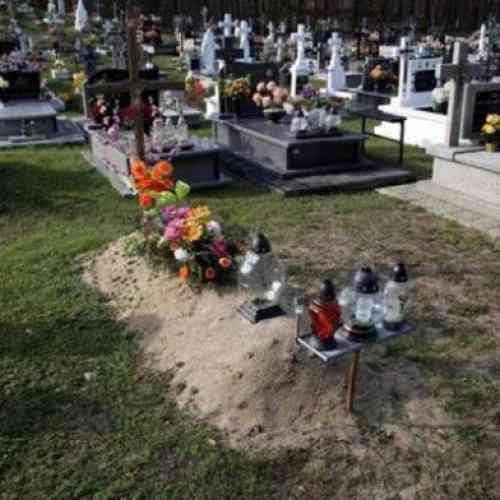 Un polaco vuelve a casa y se encuentra a sus padres llevándole flores a su propia tumba