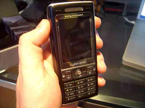Opinan sobre policía que robó celular y es cibernauta