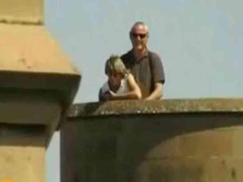 Pillados teniendo sexo al aire libre en el Palacio Real de Olite